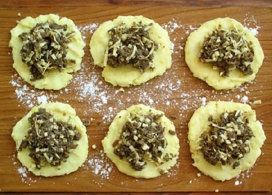 Картофельные зразы с мясным фаршем и грибами